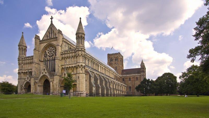 St Albans Catherderal em St Albans Hertfordshire Reino Unido imagem de stock royalty free