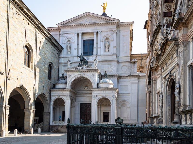 St Alexander Cathedral em Piazza Duomo em Bergamo imagens de stock royalty free
