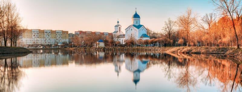 St Alexander Nevsky Church i Gomel, Homiel Vitryssland kyrklig solnedgång arkivfoto