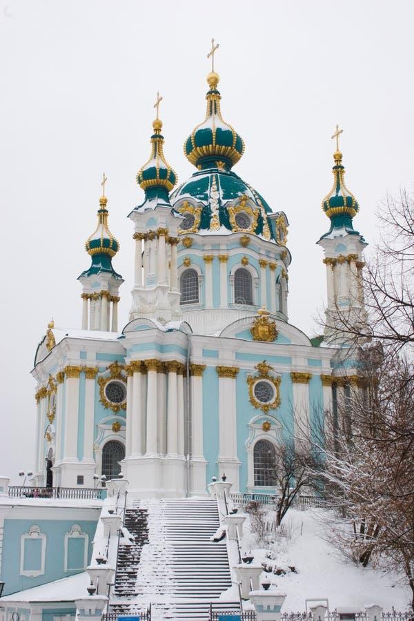 St Andrew Church em Kiev no dia da neve do inverno fotografia de stock