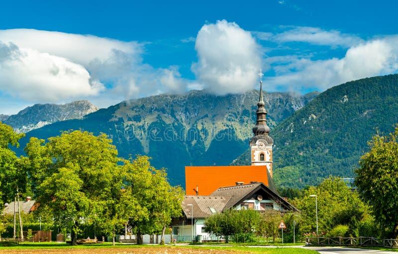 St Andrew Church nel villaggio di Mosnje, Slovenia immagini stock