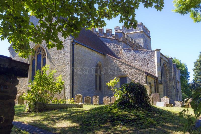 St Andrew församlingkyrka i stora Linford, Buckinghamshire royaltyfri fotografi