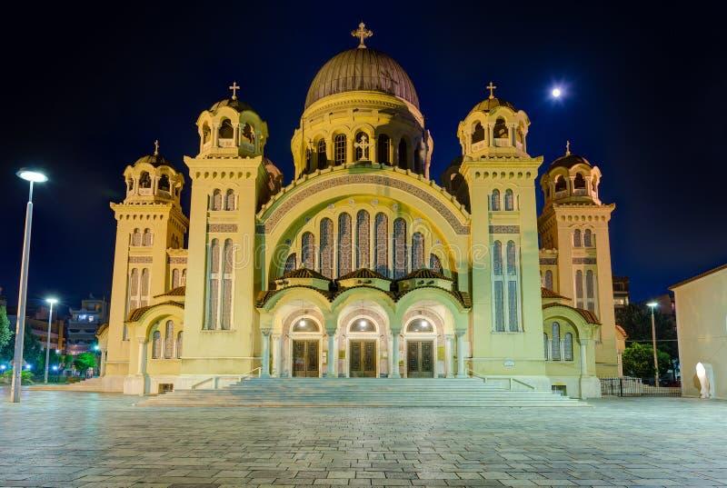 St- Andrewbasilika nachts, die größte Kirche in Griechenland, Patras, Peloponnes lizenzfreie stockfotografie