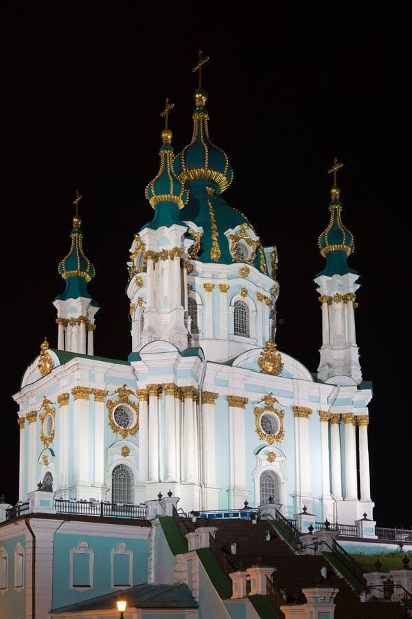 St- Andrewkirche nachts in Kyiv lizenzfreie stockbilder
