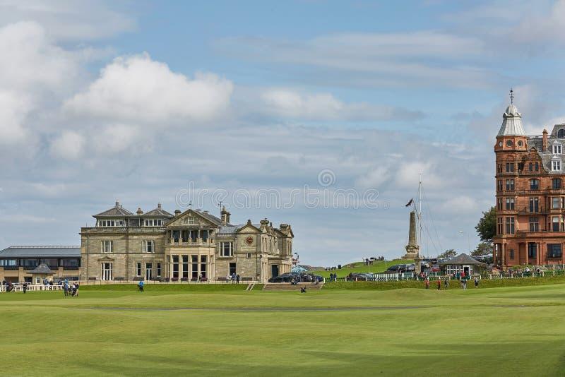 St Andrews Clubhouse e campo de golfe do real & antigo onde o golfe foi fundado em 1754, considerados por muitos ser fotografia de stock royalty free