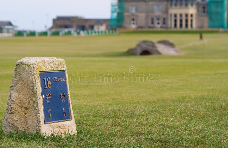 St Andrews golf. Marker on the 18th tee of St Andrews golf course, looking towards the Swilken Bridge and the Club Housr stock photo