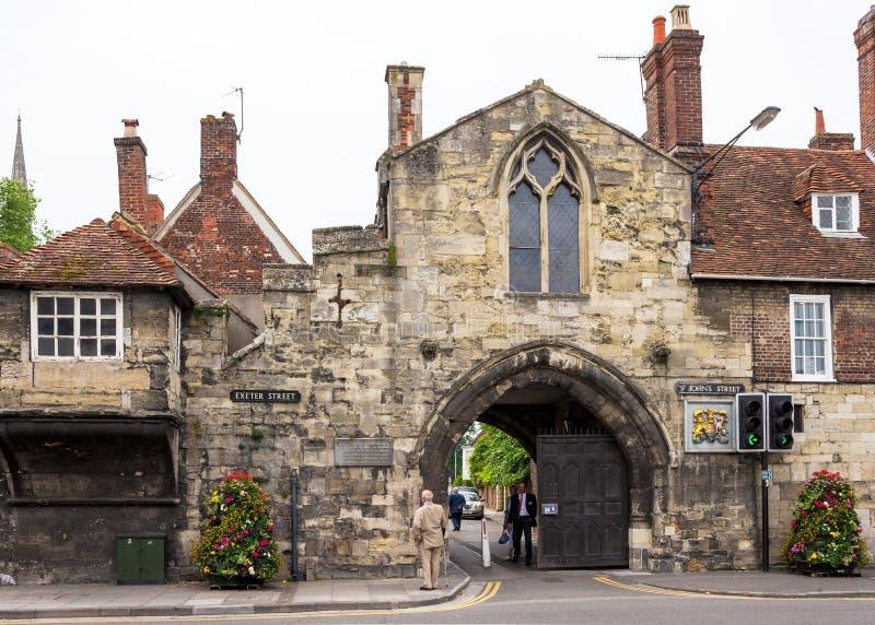 St Ann Gate aan Dichte de Kathedraal van Salisbury Salisbury, Wilshire, E royalty-vrije stock foto's