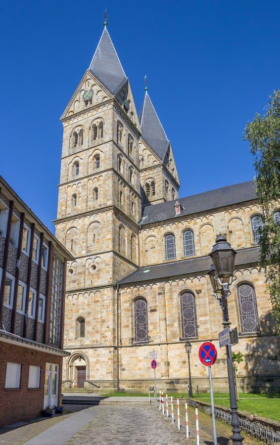 St Anna kerk met twee torens in Neuenkirchen stock fotografie