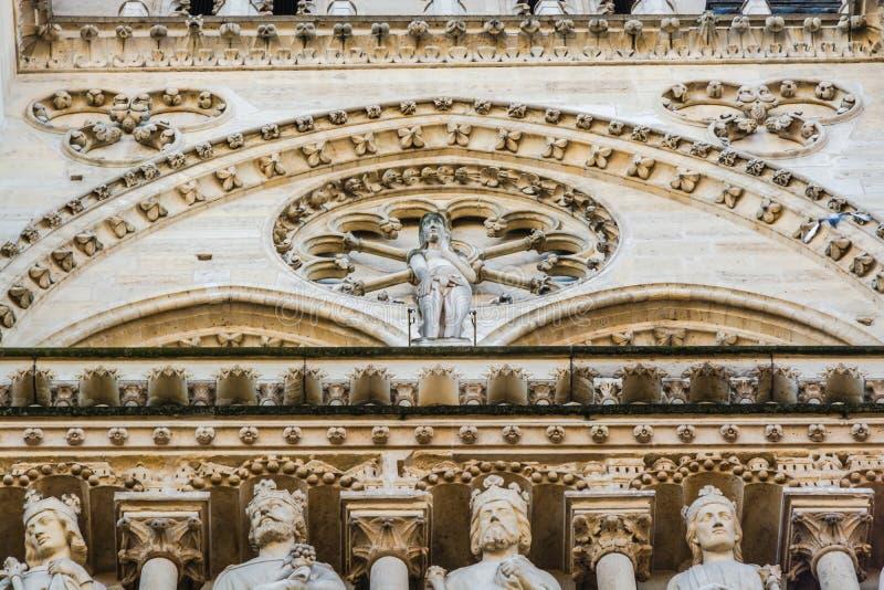 St Anne Portal van Notre Dame Cathedral in Parijs stock foto