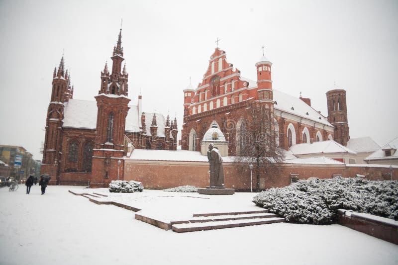 St- Anne` s und Bernadine-` s Kirchen in schöner Architektur Vilnius Litauen von baltischen Staaten im Winter während des Weihnac lizenzfreie stockbilder