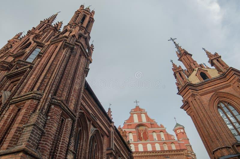St Anne und Bernadines Kirchen in Vilnius, Litauen stockfotos