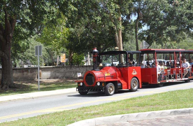 St Augustine FL, Sierpień 8th: Zwiedzający pociąg w St Augustine od Floryda obrazy royalty free