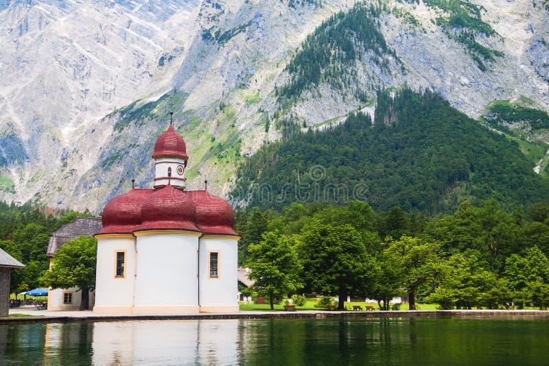 St Bartholomew kościół w Konigssee parku narodowym w lecie, Niemcy zdjęcie royalty free