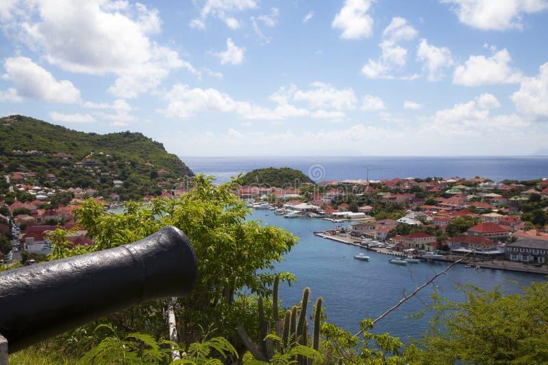 Alte Kanone auf Gustavia Hafen, St. Barths, Franzosen Antillen lizenzfreies stockfoto