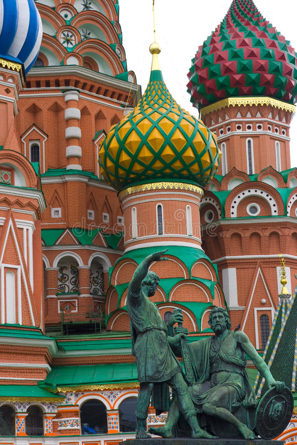 St.Basil com estátuas fotos de stock royalty free
