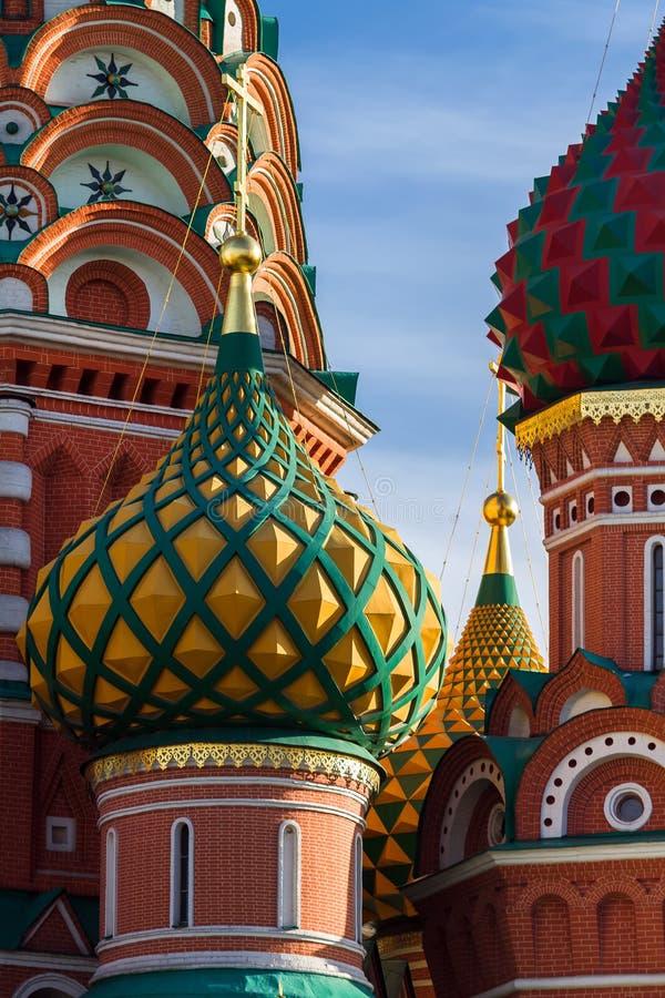 St-basilikas domkyrka i Moskva på en solig dag arkivbilder
