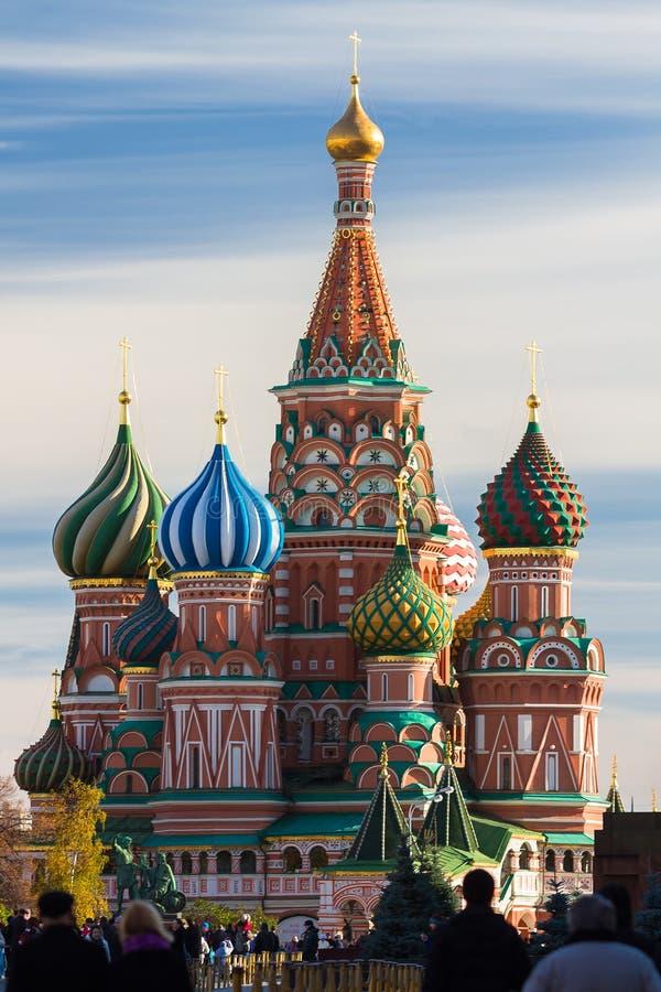 St-basilikas domkyrka i Moskva på en solig dag royaltyfri fotografi