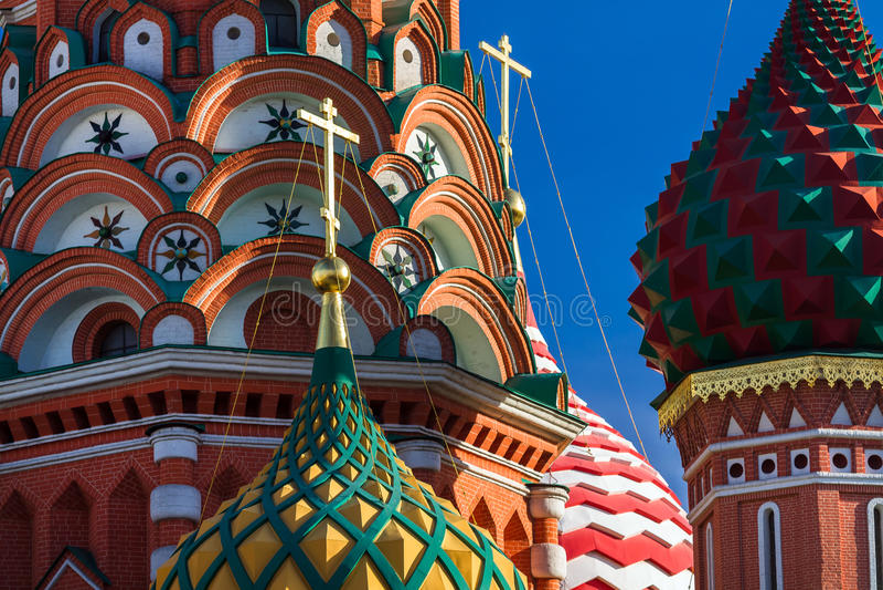 St-basilikas domkyrka i Moskva på en solig dag royaltyfria bilder