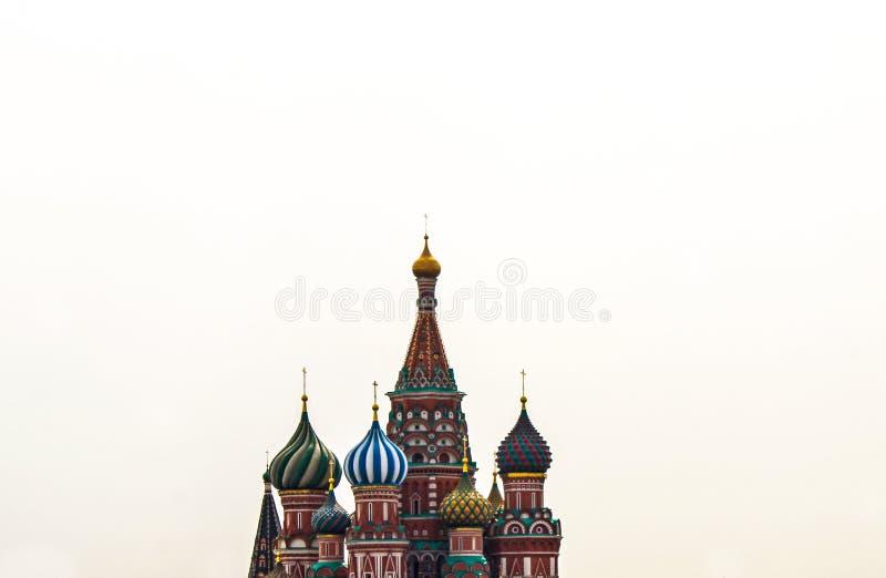 St.-Basilikum ` s Kathedrale auf rotem Quadrat stockfotos