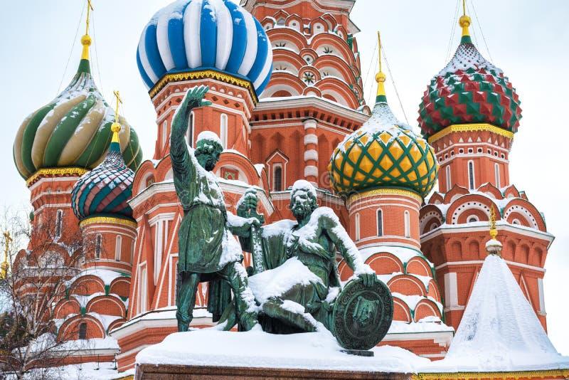 St.-Basilikum ` s Kathedrale während der Schneefälle im Winter, Moskau stockfoto