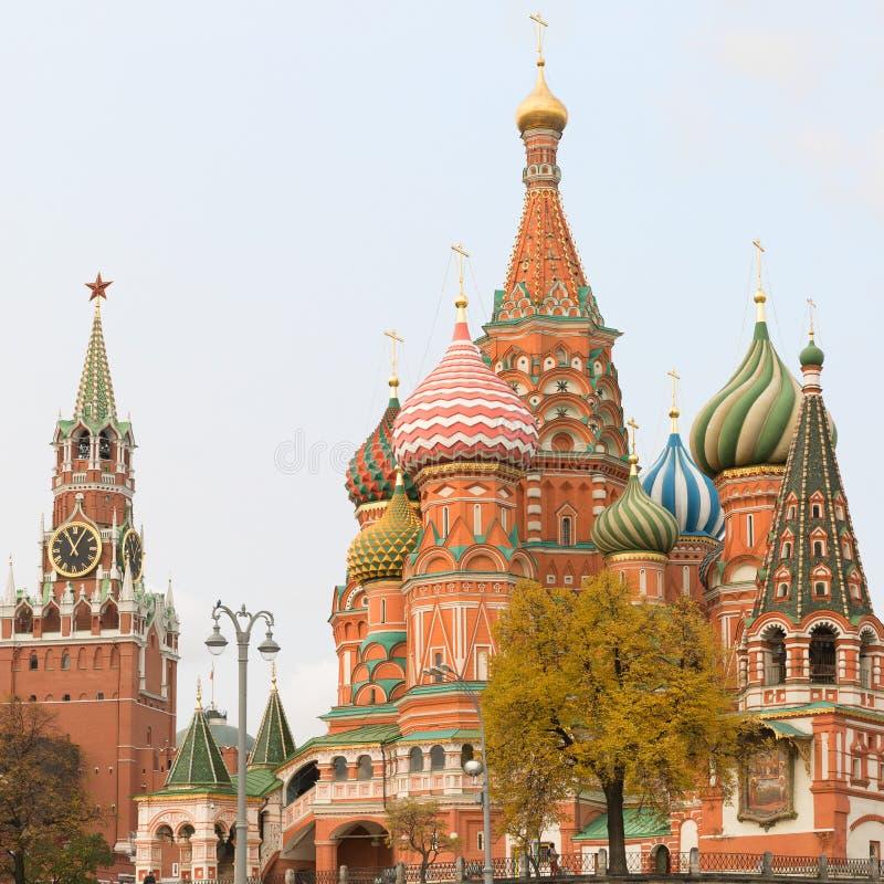 St basilu ` s katedra na placu czerwonym i wierza Moskwa Kremlin, obrazy royalty free