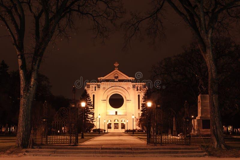 St- Bonifacekathedrale nachts lizenzfreie stockfotos