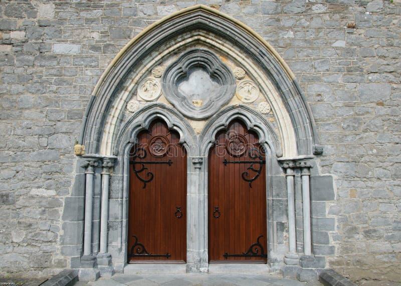 St Canice Kathedraaldeuren stock afbeelding