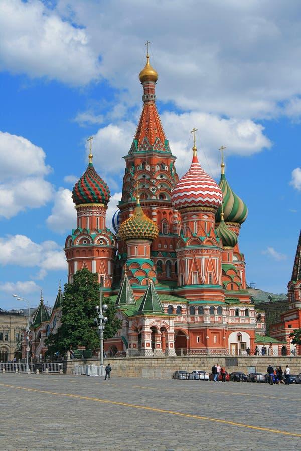 Download St. Catedral Da Manjericão No Quadrado Vermelho De Moscovo Foto de Stock - Imagem de destinos, curso: 26513280