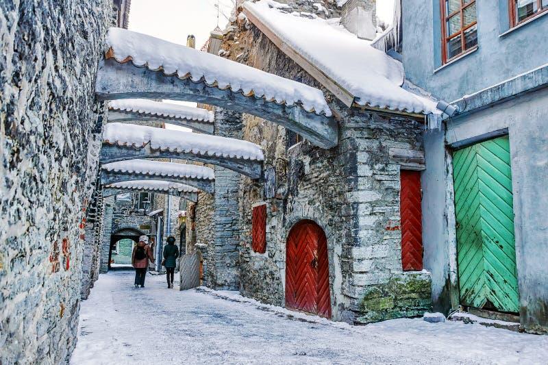 St Catherine& x27; s-passage i Tallinn estonia arkivfoto