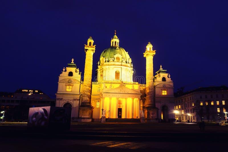 St. Charles Church nachts in Wien stockbild