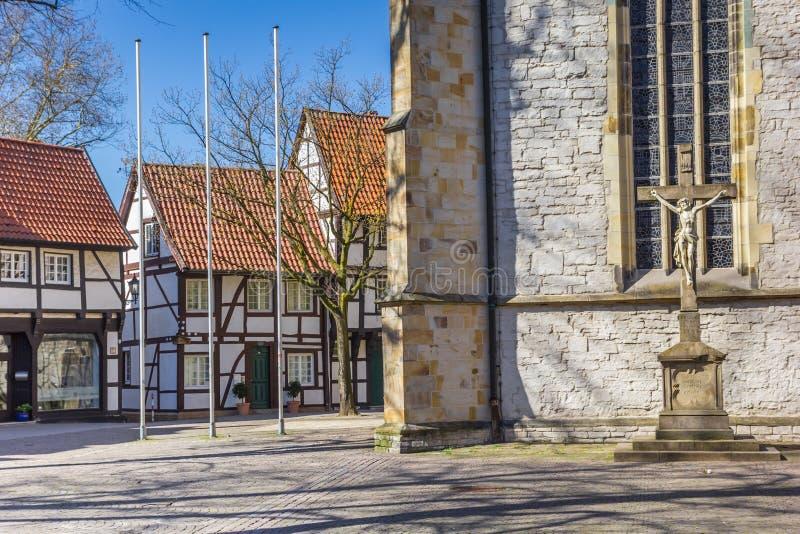 St Christophorus教会和老房子在韦尔内 图库摄影