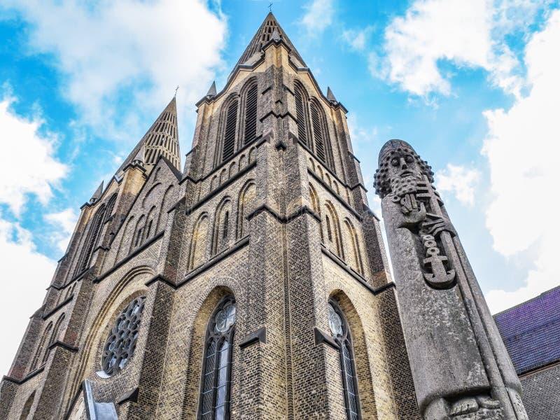 St Clemens Church met het monument van Heilige Mild van Rome in Solingen, Duitsland stock afbeeldingen