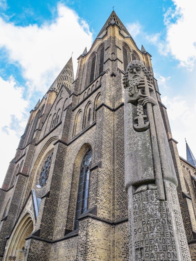 St Clemens Church met het monument van Heilige Mild van Rome in Solingen, Duitsland stock foto's