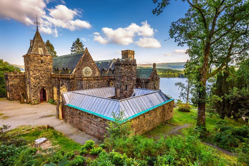 St Conans Kirk situato sulle banche di timore del lago, Scozia fotografia stock