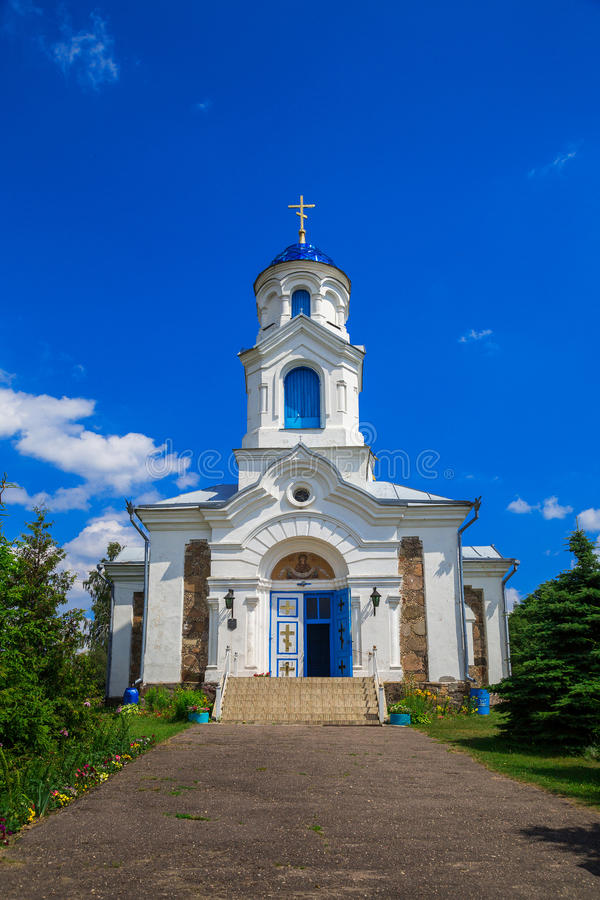St da igreja - intercessão, Bielorrússia, vila do vermelho imagem de stock