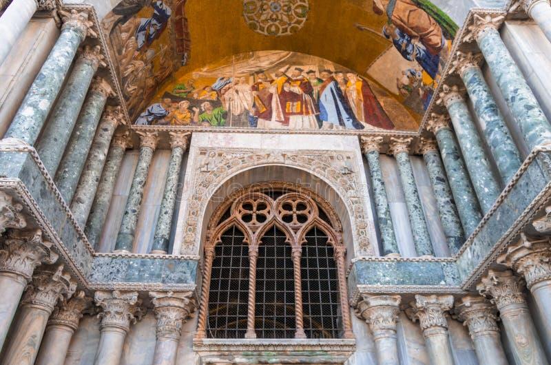 St. de kathedraaldetail van het teken stock afbeelding