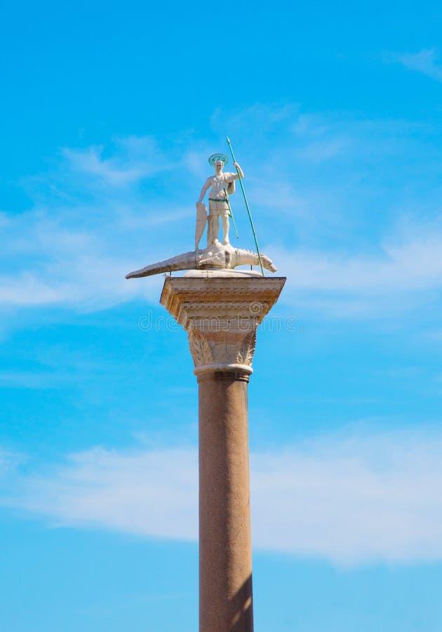 St de marbre antique Theodore de sculpture Venise, Italie photos stock