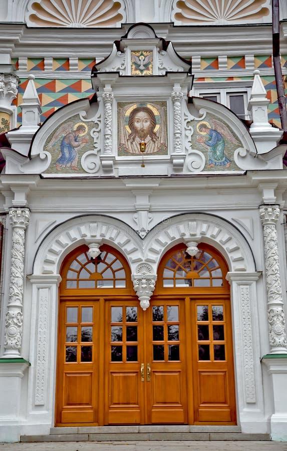 St.-Dreiheit Sergius Trinity Lavra der Haustüren des Tempels stockfotos