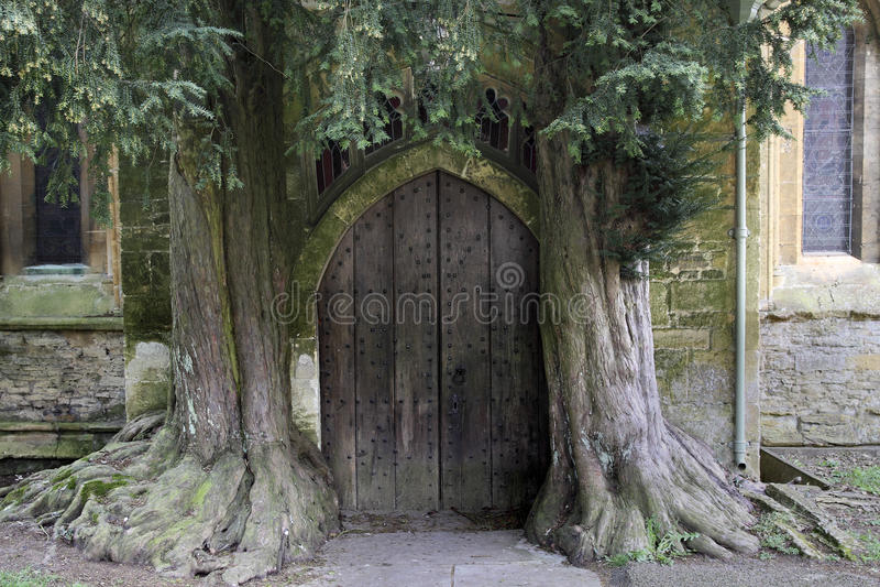 St Edward de Parochiekerk stouwt op Wold stock foto's