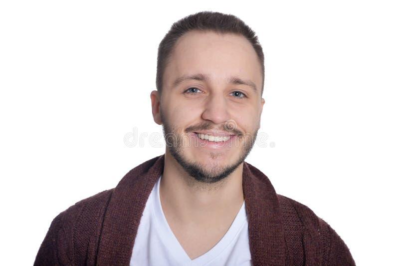 St?ende av den unga mannen som isoleras p? vit bakgrund arkivbilder