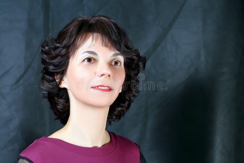 St?ende av en kvinna royaltyfria foton