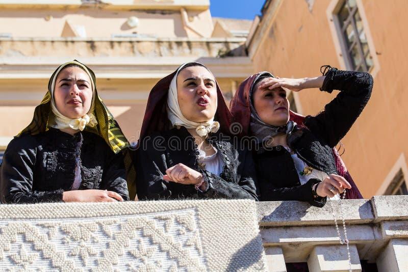 St?ende i Sardinian dr?kt royaltyfri bild