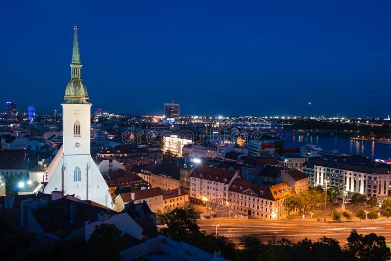 st för bratislava domkyrkamartin natt s royaltyfri fotografi