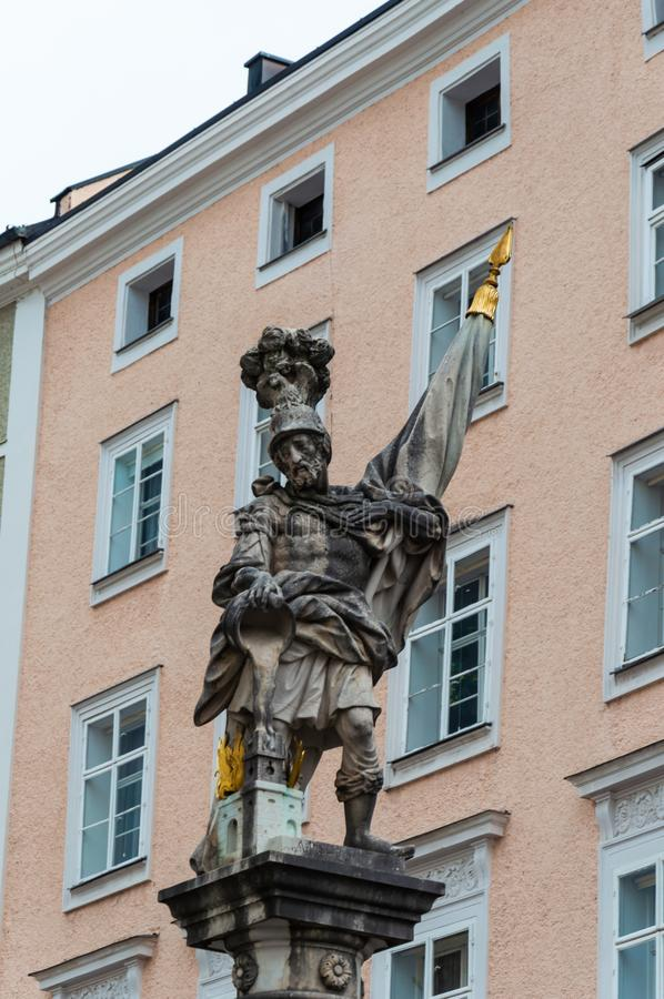 St Florian фонтана на Alter Markt в Зальцбурге стоковая фотография