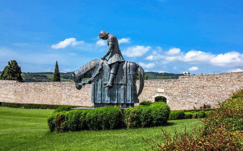 St Francesco Knight, chamado o Pellegrino di Ritmo (peregrino da paz) em Assisi, Itália foto de stock