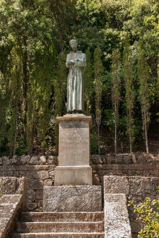 St Francis av den Assisi San Francisco de Asis monumentet i Montserrat Abbey arkivbilder