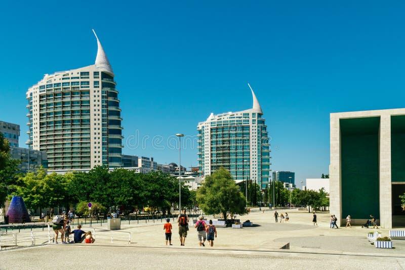St Gabriel och helgon Rafael Twin Towers i Lissabon royaltyfria bilder