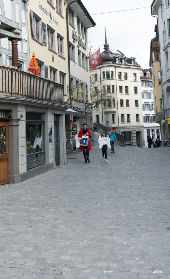 St Gallen, SG/Suíça - 8 de abril de 2019: vista da cidade velha histórica na cidade suíça de Sankt Gallen com passeio dos po imagens de stock royalty free