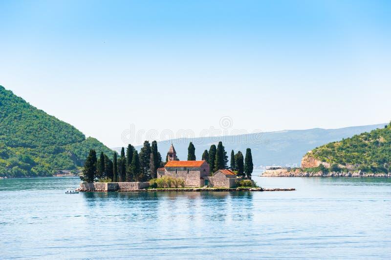 St George ö nära den Perast staden i den Kotor fjärden, Montenegro arkivbild
