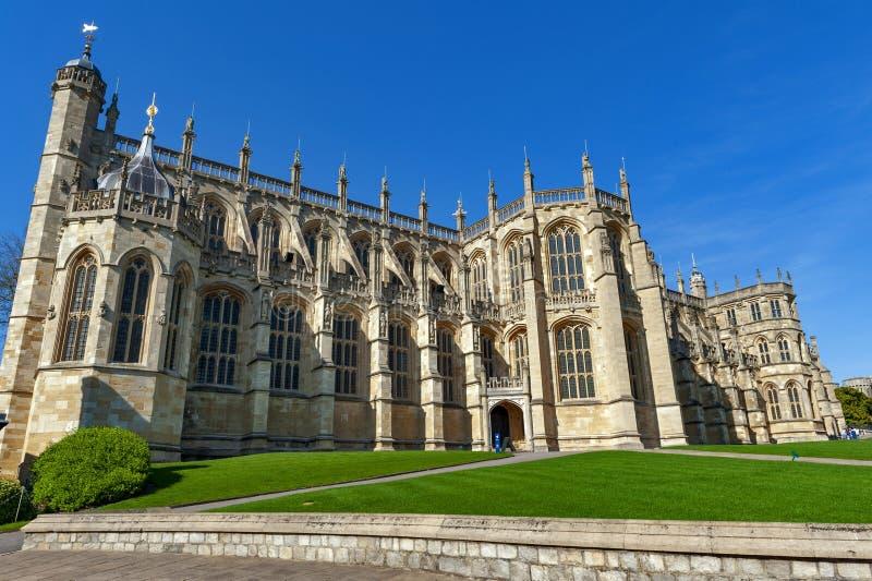 St George Chapel som byggs i hög-medeltida gotisk arkitektonisk stil, på Windsor Castle, kunglig uppehåll på Windsor, Berkshire,  arkivbild